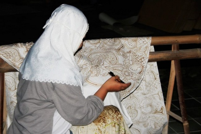 Membatik di Desa Wisata Tembi via Indonesiakaya