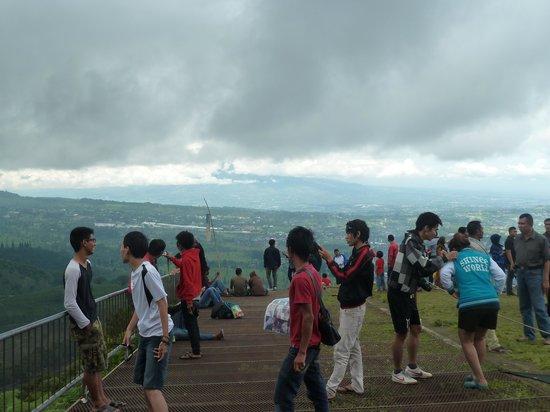 Paralayang Bukit Gantole Puncak via Tripadvisor