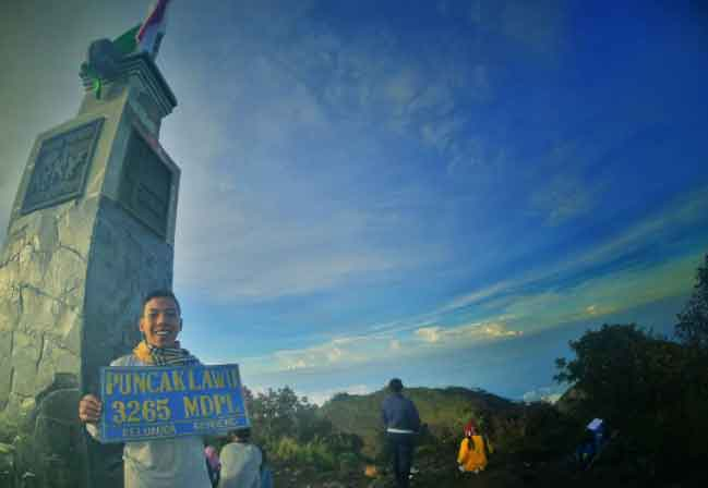 Puncak Gunung Lawu via IG @luthfanaji