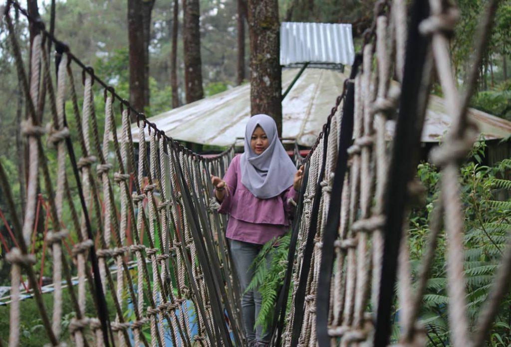 Taman Hutan Raya (Tahura) Karanganyar via IG @windi_widiwati15