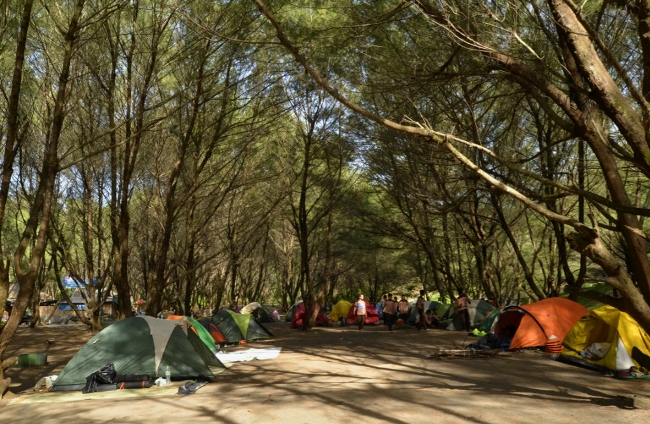 Camping Ground Area di Pantai Goa Cemara (c) Travelingyuk Abie