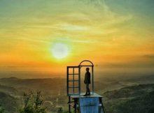 Golden Sunset di Pintu Langit Dahromo