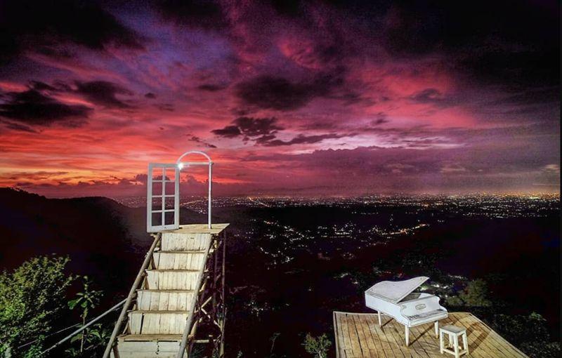 Keindahan Pintoe Langit Bukit Dahromo via IG @suryojdb