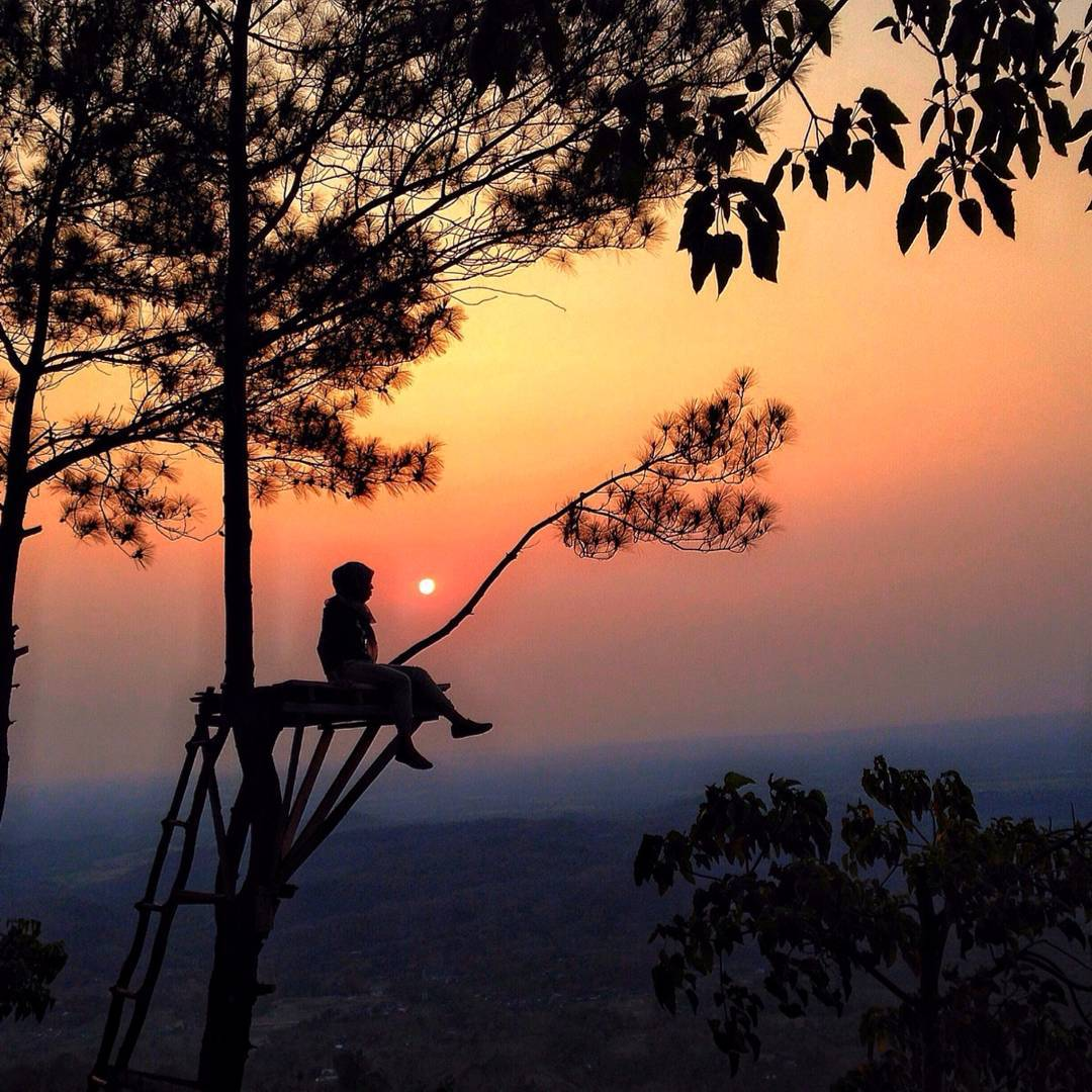 Menyaksikan Sunset Nan Menawan via IG @monica_oryza