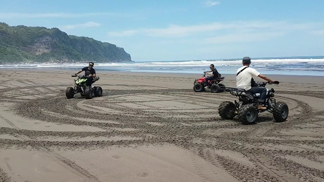 Nyobain ATV di Pantai Parangtritis via Youtube