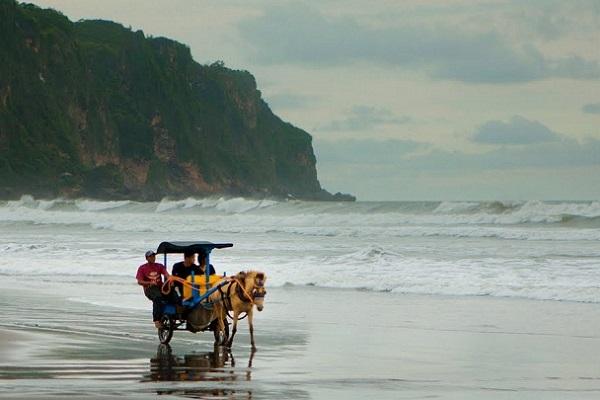 Pantai Parangkusumo Nan Eksotis via Bonvoyagejogja