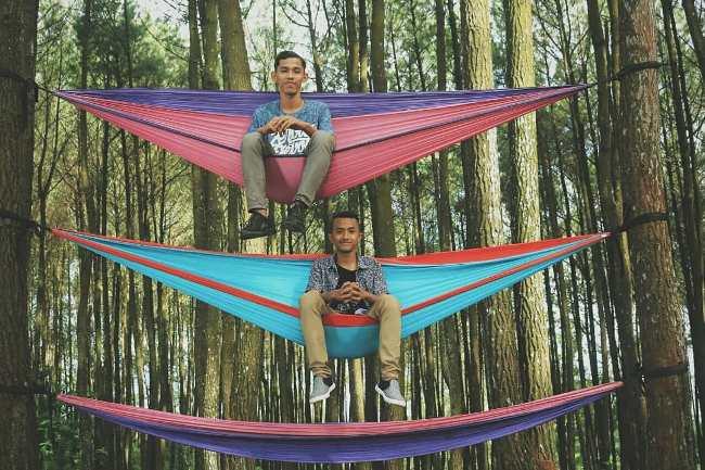 Spot Foto Ayaunan di Hutan Pinus Mangunan via IG @rmaulana._
