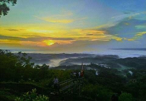 Sunrise di puncak seribu batu songgo langit