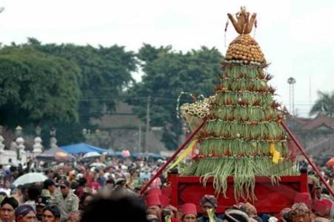 Tradisi Grebeg Pasar Khas Demak via egokil.blogspotcom