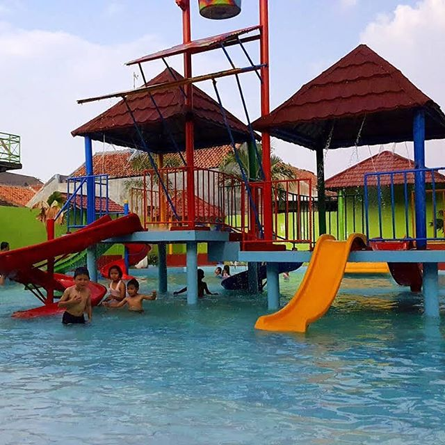 Waterboom Niagara via Gramhanet