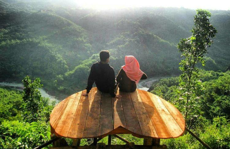 Abadikan Momen Cintamu di Bukit Mojo