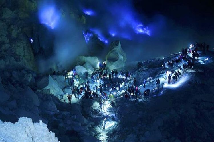 Blue Fire Kawah Ijen via Kompas