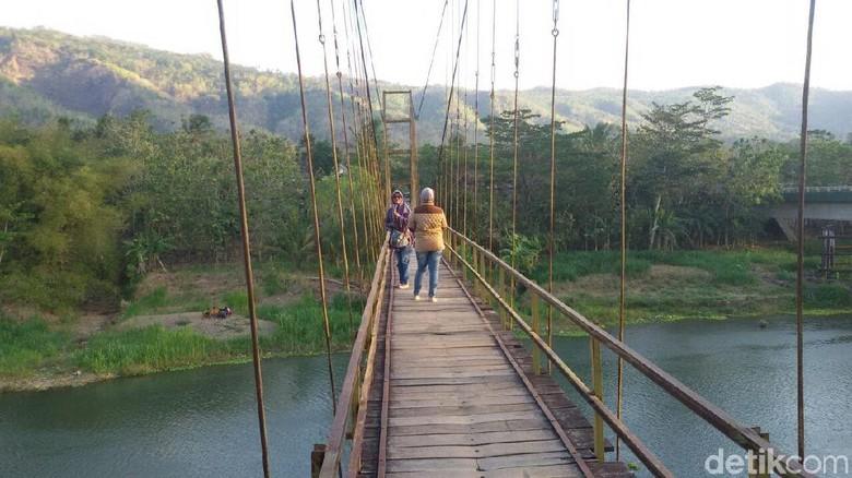 Jembatan Gantung Soka Bantul via Detik