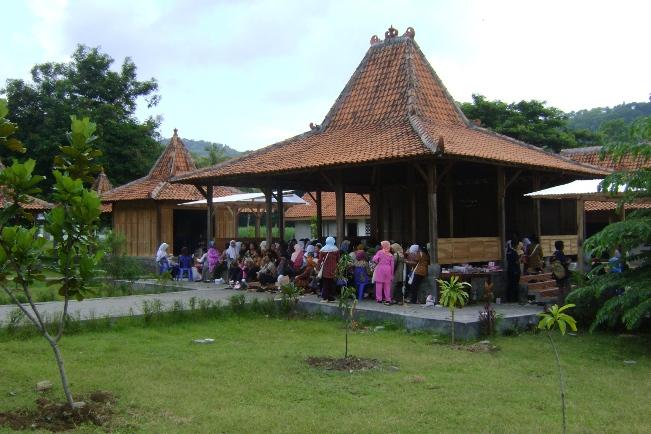 Kampung Batik Giriloyo via belajarbatiktulisgiriloyo.wordpresscom