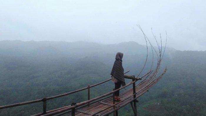 Keindahan Bukit Mojo Gumelem