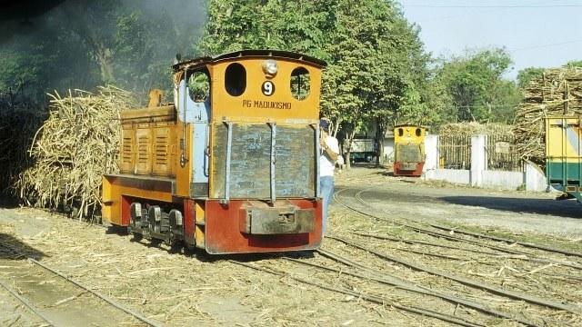 Kereta Lokomotif di Pabrik Gula via Flickr
