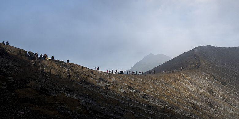 Puncak Gunung Ijen via Antara Foto