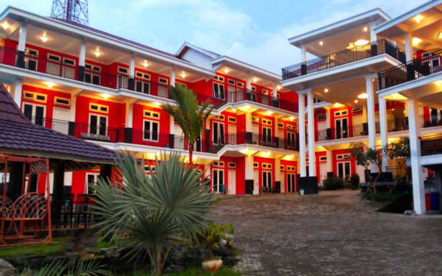 Red Hotel Sarangan via koencong rumble
