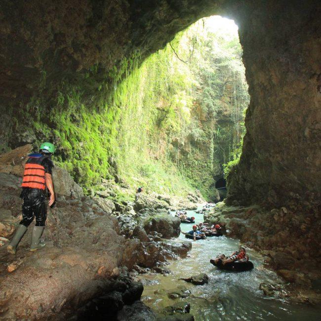Cave Tubing Seru di Kalisuci via IG