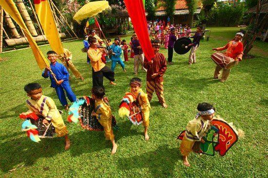 Helaran - Foto Saung Angklung Udjo