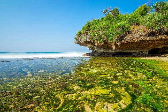 Keindahan Pantai Krakal via Shutterstock