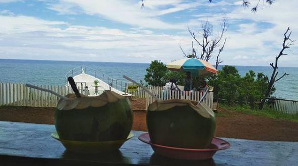 Kulineran di Pantai Gesing via IG @rivandiapahlevy