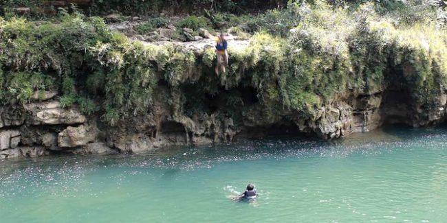 Lompat dari Tebing via Merdeka