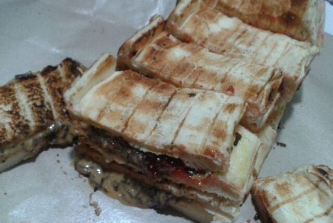 Roti Bakar Gang Kote via Republika