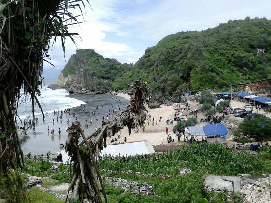 Wisatawan Memadati Pantai Ngobaran via Tripadvisor