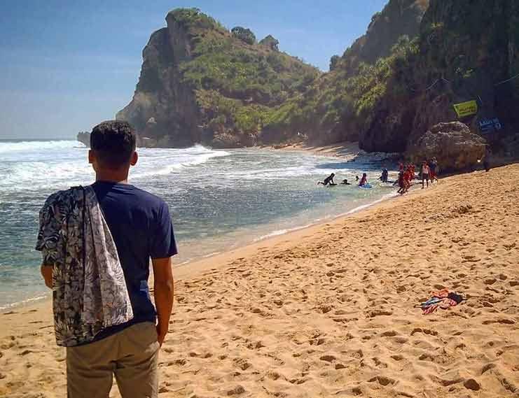 Bukit di Sekeliling Pantai via IG @yulugepenk_
