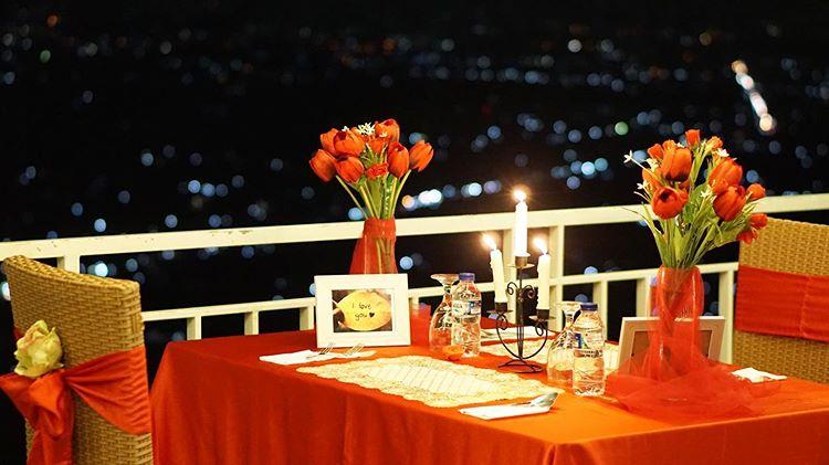 Dinner yang Romantis Abis via IG @themanglung