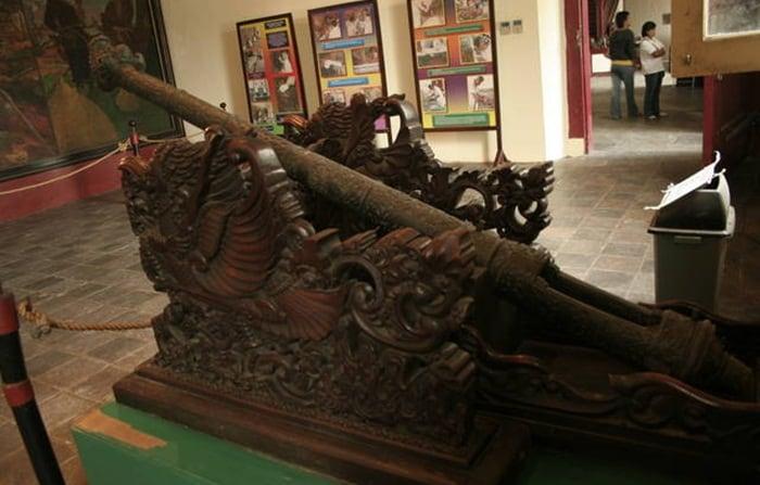 Meriam Koleksi Museum via surgakita