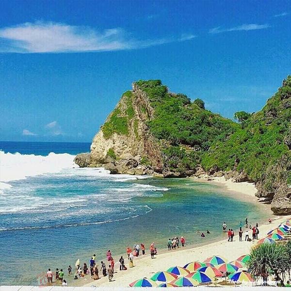 Pantai Nguyahan Berpasir Putih Bersih via IG @auliadocent