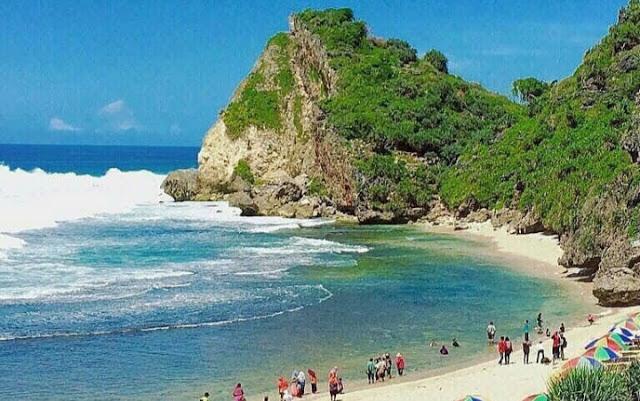 Pantai Nguyahan via Instagram