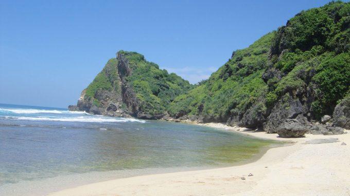 Pasir Pantai Putih Bersih di Nguyahan Beach