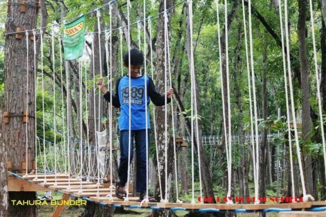 Bermain di Jembatan Gantung via Fb