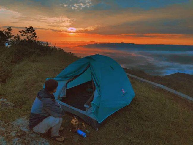 Camping di Embung Batara Sriten via IG @sibolanggg_