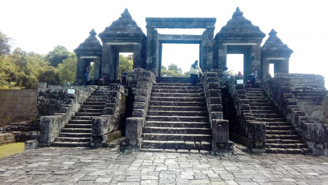 Gerbang Utama Pertama
