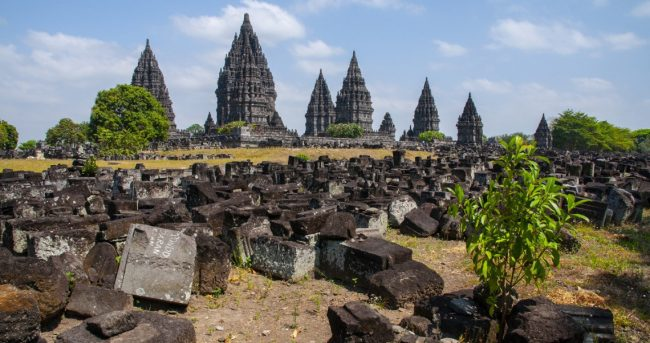 Kemegahan Candi Prambanan via Pesona Travel