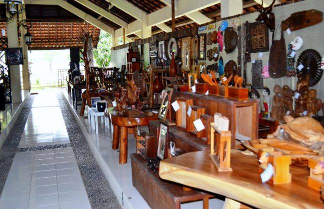 Kerajinan di Pasar Seni Gabusan Bantul. (FOTO. dok.bantulcraft)