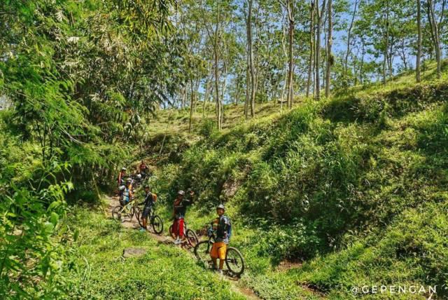 Mencoba Jalur Sepeda Downhill via Gmap/bayu_sna