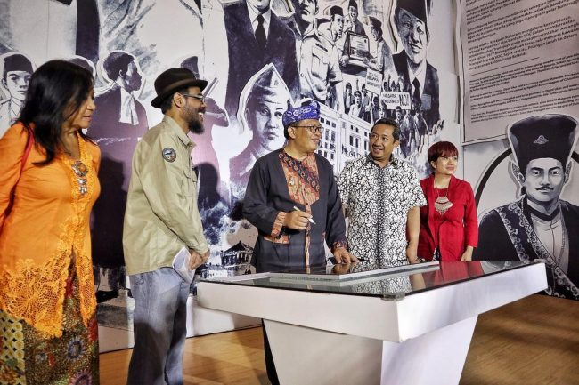 Penandatanganan Prasasti Museum Kota Bandung via IG @museumkotabandung