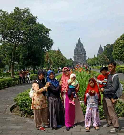 Wisatawan di Prambanan Temple via Traveloka
