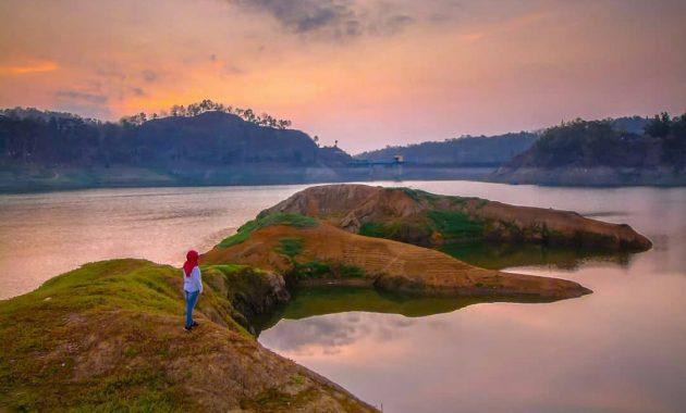 Pulau Terapung via IG @mbahnyong