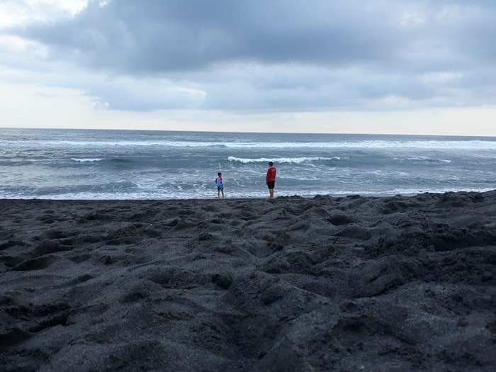 Bermain Pasir di Glagah Beach via IG @hanafadhilla