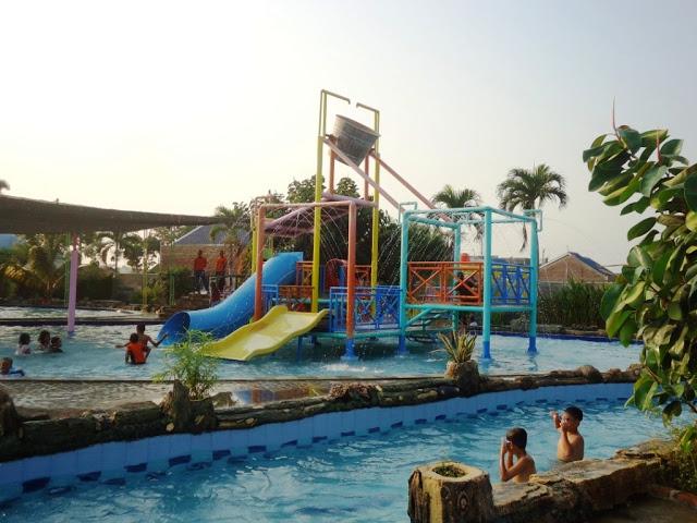 Kolam Renang Waterpark Zatobay