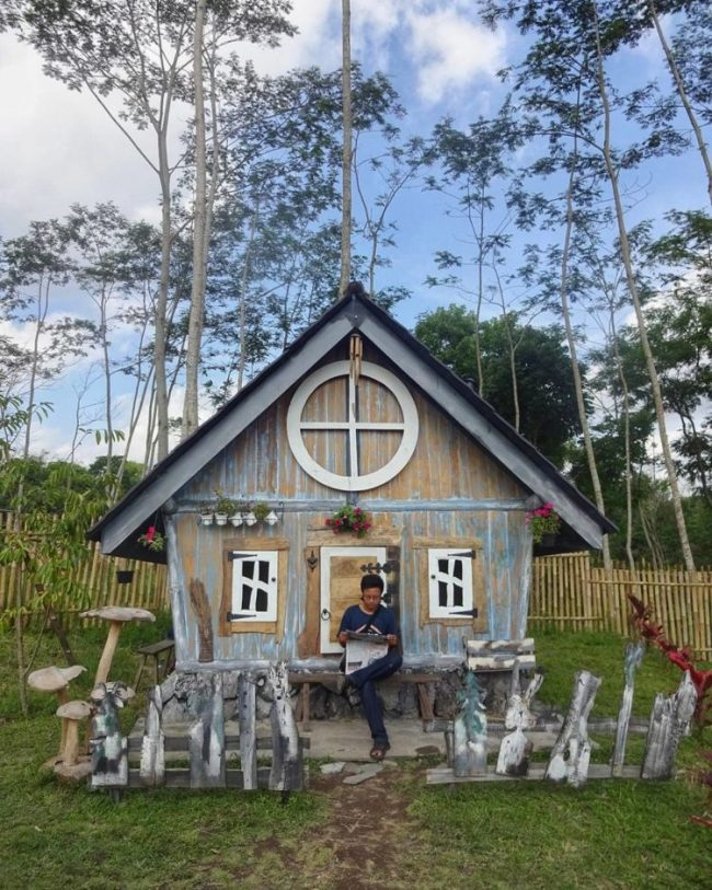 Rumah Hobbit di Bhumi Merapi