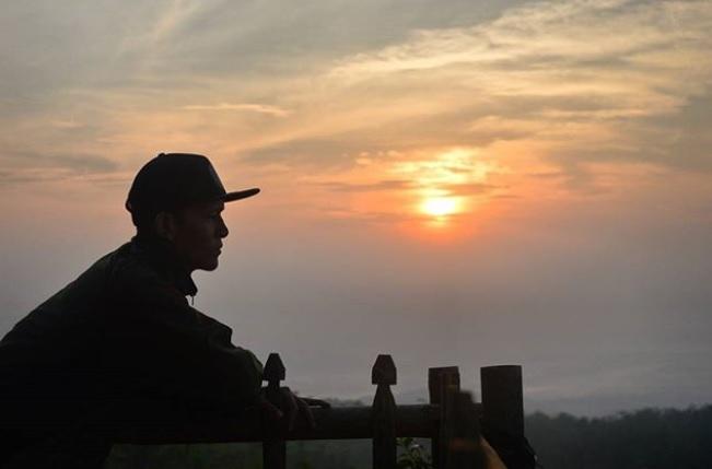 Sunset di Gunung Lanang via IG @lutfi_adimulya