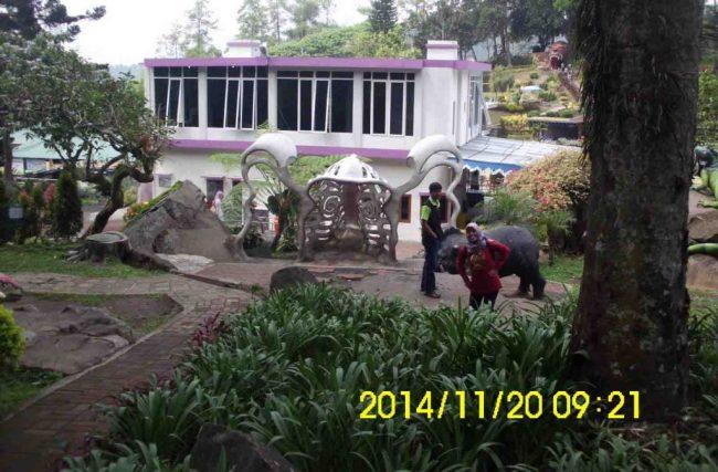 Area Dino purba, Patung Gajah Foto Eny dan Mulyadi via suwardiwea.blog