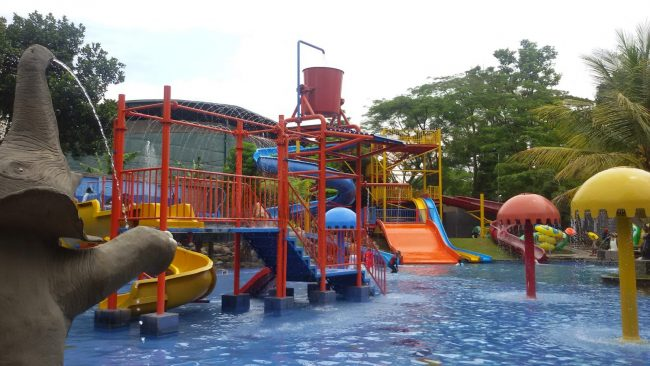 Graha Tirta Siliwangi Waterpark via Ummihasyajihan.blogspotcom